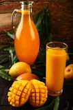Succo del mango di Alphonso in vetro Fotografia Stock