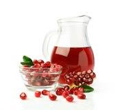 Succo del melograno in una brocca di vetro ed in una frutta fresca Fotografia Stock