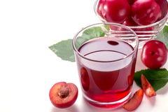Succo della prugna con le prugne Fotografia Stock