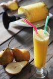 Succo di ananas e della pera Fotografie Stock Libere da Diritti