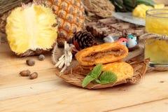 Succo di ananas ed ananas fresco con pane al forno con pineap Fotografie Stock