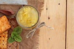 Succo di ananas ed ananas fresco con pane al forno con pineap Fotografia Stock Libera da Diritti