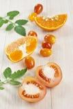 Succo di arancia e dei pomodori Fotografia Stock Libera da Diritti