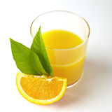 Succo di arancia e fette di arancio   Fotografie Stock