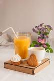 Succo di arancia per la prima colazione Fotografie Stock Libere da Diritti
