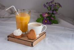 Succo di arancia per la prima colazione Fotografia Stock