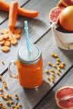 Succo di carota e del pompelmo Fotografie Stock