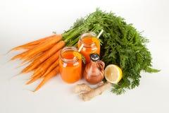 Succo di carota organico fresco Immagini Stock