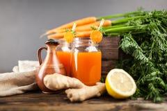 Succo di carota organico fresco Fotografia Stock