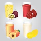 Succo di frutta fresca nell'insieme di vetro Immagine Stock Libera da Diritti