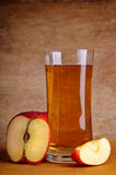 Succo di mele fresco Immagini Stock Libere da Diritti