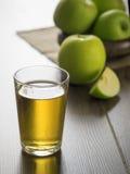 Succo di mele fresco Fotografie Stock
