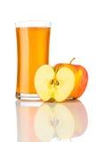 Succo di mele isolato su fondo bianco Fotografie Stock