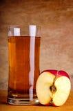 Succo di mele organico fotografia stock