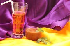 Succo di mirtillo rosso & mousse di cioccolato Fotografia Stock