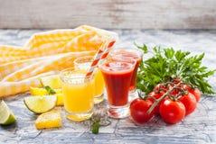Succo di pomodoro e dell'arancia in vetri Immagini Stock