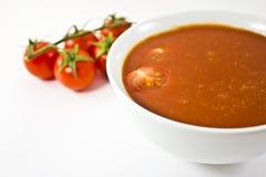 Succo di pomodoro e pomodori di ciliegia maturi Fotografia Stock Libera da Diritti