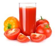 Succo di pomodoro isolato su fondo bianco succo in vetro fotografie stock