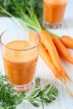 Succo e carote freschi Fotografia Stock Libera da Diritti