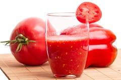 Succo e ortaggi freschi di pomodoro Fotografia Stock Libera da Diritti