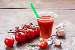 Succo, pomodori e spezie di pomodoro Fotografia Stock Libera da Diritti