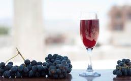 Succo rosso con l'uva Immagine Stock