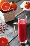 Succo rosso del melograno e dell'arancia Fotografia Stock