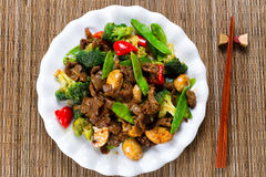Succulent beef slices and mixed vegetables ready to eat Royalty Free Stock Images
