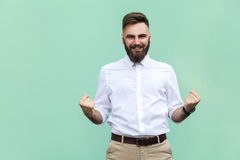 Sucesso de Rejoicing For His do homem de negócios Isolado na luz - fundo verde fotografia de stock
