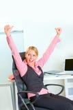 Sucesso feliz do júbilo da mulher de negócio imagens de stock royalty free