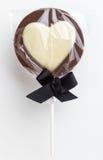 Sucette en forme de coeur de chocolat d'amour Image stock