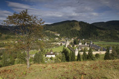 Sucevita monasteru otaczanie hils Fotografia Royalty Free