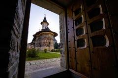 Sucevita ortodox målad klosterkyrka Royaltyfri Bild