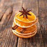 Sucha pomarańcze i cynamon zdjęcie stock