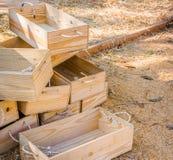 Sucha słoma i drewniany wiadro dla żywieniowych cakli w gospodarstwie rolnym Obraz Stock
