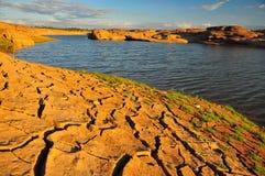 Sucha ziemia i jezioro Obrazy Royalty Free