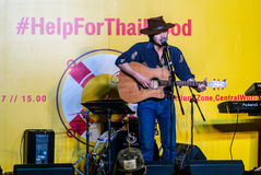 Suchad głos Tajlandia śpiewa z sztuki gitarą Obraz Royalty Free