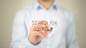 Suche nach Lösung, Mann-Schreiben auf transparentem Schirm Lizenzfreie Stockfotografie
