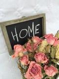 Suche róże stwarzają ognisko domowe wystrój fotografia royalty free