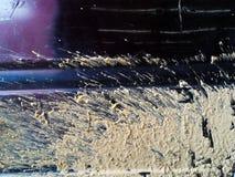 Suchej ziemi błoto na starym samochodzie póżniej w porze deszczowa zdjęcia royalty free
