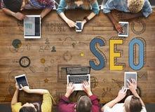Suchen der Maschine, die SEO Browsing Concept optimiert lizenzfreies stockbild