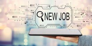 Suchen des neuen Jobthemas mit Tablet-Computer stockfotografie