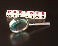 Suchen eines Partners Lizenzfreie Stockfotos