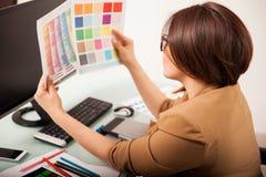 Suchen nach der rechten Farbe Stockbild