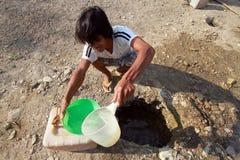 Suchen nach Trinkwasser stockfoto