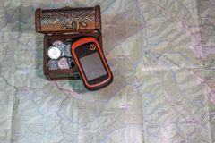 Suchschätze durch Navigator Stockbild