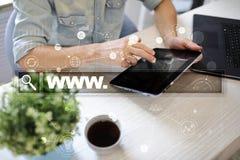 Suchstange mit WWW-Text Website, URL Digital-Marketing Getrennt auf Weiß Stockbilder