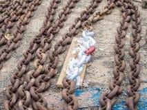 Suchy dok - łódź łańcuchy Obrazy Stock
