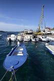 Suchy dok z łódkowatym żurawiem Zdjęcie Stock