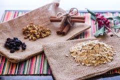 Suchy oatmeal z oatmeal breaksfast składnikami Zdjęcie Royalty Free